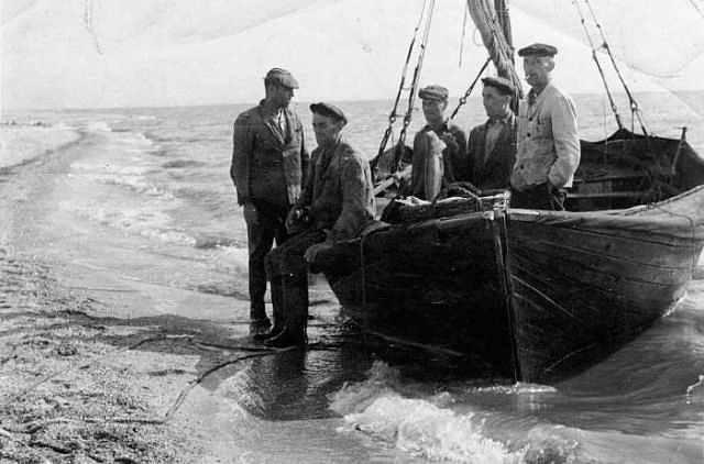 поделки рыбаки на лодки